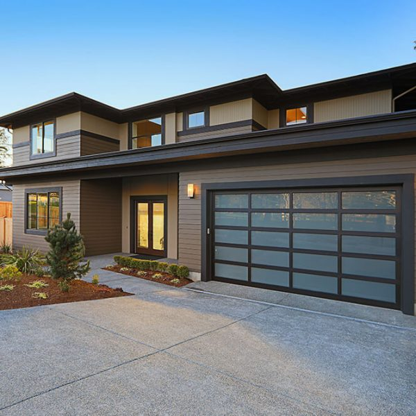 What Garage Door Best Complements My Home's Architecture